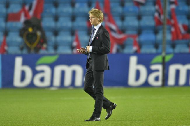 <p>LYTTER: Martin Ødegaard kan stort sett velge hvilken klubb han ønsker å spille for i fremtiden. Spørsmålet er hvem han lytter til. Kanskje John Carew?</p><p>FOTO: BJØRN S. DELEBEKK.<br/></p>
