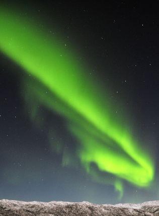 <p>NORDNORGE: Snø på toppene og nordlys på himmelen.<br/></p><p><br/></p>