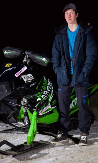 <p>SLO TILBAKE: NM-gullet i scootercross ble en seier for Joachim Olsen. – Jeg ville vise at jeg greide meg uten dem.</p>