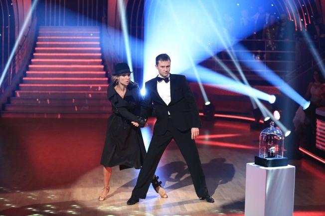 <p>GOD NUMMER TO: Roar Strand og Nadya Khamitskaya imponerte dommerne, men måtte til slutt se seg slått av Agnete Johnsen og Egor Filipenko. Her er Strand og Khamitskaya under deres showdans.<br/></p>