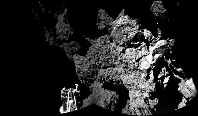 <p>Dette bildet av Philae som lander på 67P er satt sammen av flere bilder.<br/></p>