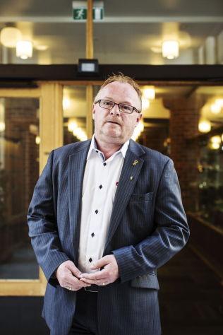 <p>POSE-FAR? Frp-nestleder Per Sandberg mener Venstre får skylde på ham om de selv ikke vil ta ansvaret for poseavgiften de hadde i sitt alternative statsbudsjett.<br/></p>