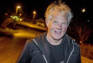 <p>VET VEIEN: John Magnar Høiseth vet hvor folk i Meråker bor, men skjønner at veiadresser er viktig.</p>