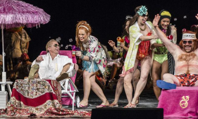 <p>HOLDER IKKE: Det er mange fine visuelle øyeblikk i operaen Peer Gynt, men libretto og musikk holder ikke, mener VGs anmelder.</p>