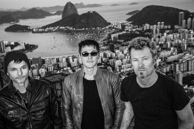 <p>REISER TIL RIO: Neste sommer står a-ha på scenen i forbindelse med festivalen Rock in Rio. Fotografen som har tatt de ferske bildene av trioen er den samme fotografen som tok bildene til coveret på albumet «Hunting High And Low» for 30 år siden. Foto: Just Loomis</p>