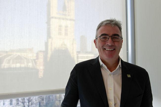 <p>EKSPERT: Shaun Collins er analytiker for CCS Insight, som spesialiserer seg på teknologi. Foto: ATLE JØRSTAD</p>