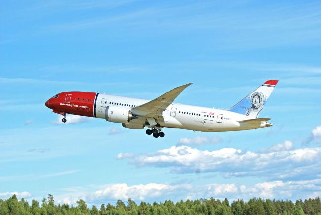 <p>PROBLEMFLY: En Boeing 787-8 Dreamliner fra Norwegian tar av fra Oslo lufthavn med Roald Amundsen på halen.</p>