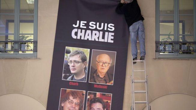 <p><b>FRIE YTRINGER:</b> – Det som virkelig betyr noe er at Charlie Hebdon ble angrepet fordi de publiserte tegninger – som de var i sin soleklare rett til å gjøre. Å forklare terroren med henvisning til krenkelsen, er som å forklare voldtekter med henvisning til miniskjørt, skriver kronikkforfattterne.<br/></p><p/>