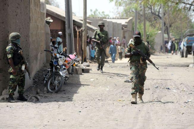 <p><br/></p><p>I BAGA: I dette bildet fra april 2013 patruljerer soldater byen Baga. Nå er byen angrepet av ekstremister og skal være utbrent. Innbyggerne er drept eller har flyktet.<br/></p>