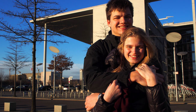 <p>IKKE REDD: Kjæresteparet Alice Schroeder (20) og Stefan Timmermann (20) sier de ikke er for innstramminger i EU-reglene fordi de ikke føler at terrortrusselengjør det nødvendig.<br/></p>