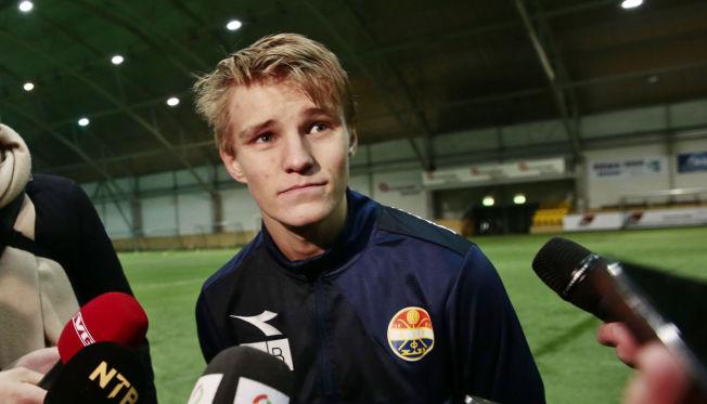 <p>STREK I REGNINGEN: Ifølge Strømsgodsets lege er det ikke uvanlig for fotballspillere å få betennelse i tåen. Det var det Martin Ødegaard fikk natt til i går. Her er han avbildet på Godset-trening for noen dager siden.</p><p/>