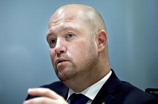 <p>JUSTISMINISTER: Anders Anundsen sier at det kan bli endringer i våpeninstruksen.<br/></p>
