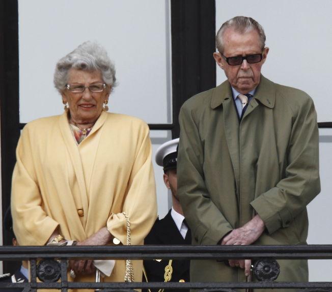 <p>EKTEPAR: Prinsesse Astrid, fru Ferner og hennes mann Johan Martin Ferner tok imot flere tusen barnehagebarn på Slottsplassen i forbindelse med kongeparets 75-årsdag for noen år tilbake. Foto: Lise Åserud / NTB scanpix</p>