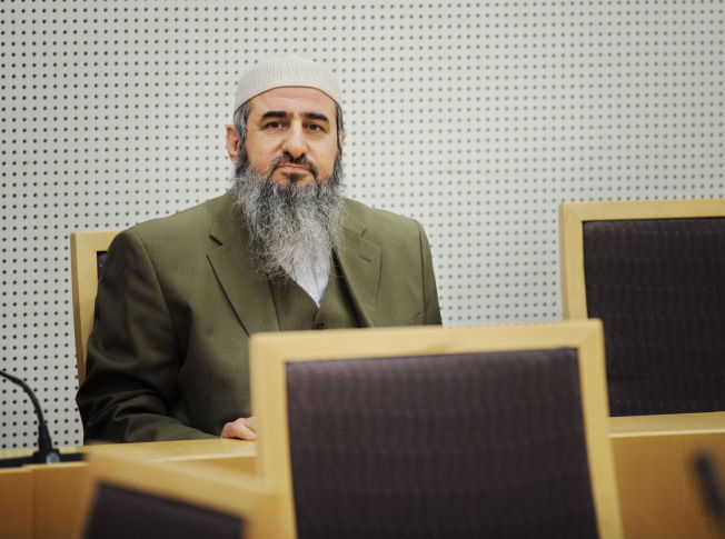 <p>Najmuddin Faraj Ahmad , bedre kjent som Mulla Krekar, skal sendes ut i distriktene.<br/></p>