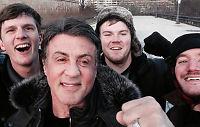 Stallone overrasket fans med selfie
