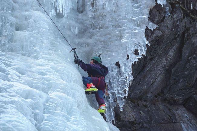 <p>RJUKAN: Verdenskjent for sine mange islagte fosser om vinteren. Her er Mona Langset på vei opp en av dem.<br/></p>