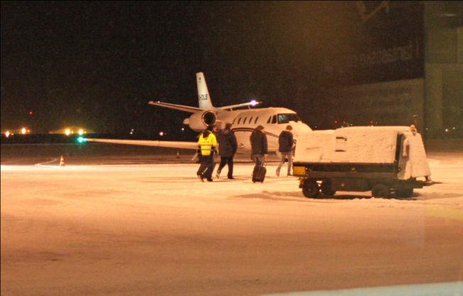 <p>EGET FLY: Dette flyet sto klart på Rygge ved morgengry torsdag for å hente Martin Ødegaard til Madrid. Han gikk ombord blant annet sammen med pappa Hans Erik Ødegaard.<br/></p><p/>