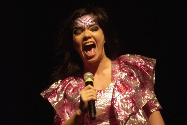 <p>SKRIKER UT: Björk behandler hjertesmerte på sitt eget vis på sin nye plate. Foto: GETTY</p><p/>