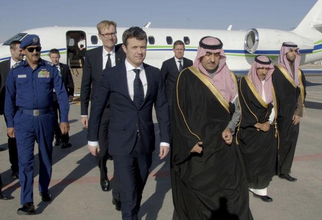 <p>ANKOM LØRDAG: Danmarks kronprins Frederik ankom flyplassen i Riyadh i Saudi-Arabia.<br/></p>