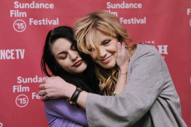 <p>FORSONET: Forholdet mellom Courtney Love og datteren Frances (t.v) har vært svært turbulent i åresvis. Men i forbindelse med premieren på en dokumentarfilm om Kurt Cobain, fortalte de at den vonde tiden nå var over.</p><p><br/></p>
