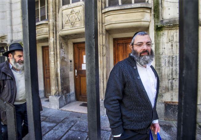 <p>TIL ISRAEL: Nesten 7000 franske jøder har emigrert til Israel det siste året. Det er ventet at flere forlater Frankrike i 2015. Moshe Medion (49) vil med stor sansynlighet forlate Frankrike til høsten.<br/></p>