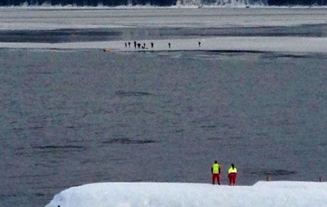 <p>FANGET: Flere skøytentusiaster, i et følge på 40 personer, skal ha blitt fanget på et isflat på Mjøsa.</p><p><br/></p>