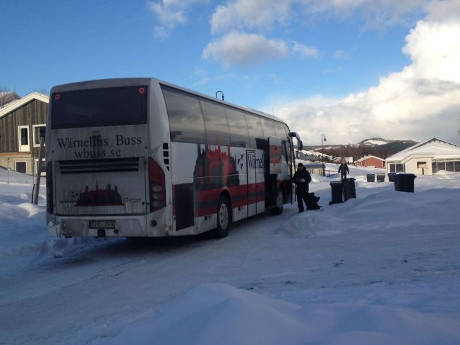 <p>SVENSK BUSS: De erfarne skøyteløperne skal ha ankommet med denne bussen fra Lindköping i Sverige.<br/></p>