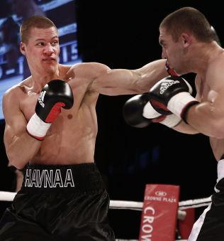 VANT I DEBUTEN: I november i fjor debuterte Kai Robin Havnaa som proffbokser da han slo Tomislav Rudan på poeng. Da var onkel Erling Havnå på Bastøy.