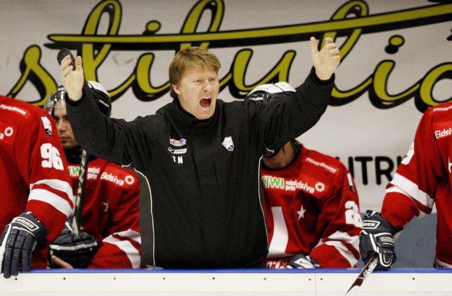 <p>UØNSKET SUKSESSTRENER: Tor Nilsen (45) kom til Lillehammer første gang i 1991. Tre år senere ble han matchvinner da klubben vant sin eneste NM-tittel. Siden 2006 har han ledet OL-byens ishockeylag på stabilt, høyt nivå. Nå vil klubbledelsen bli kvitt ham - helst på dagen.<br/></p><p><br/></p>
