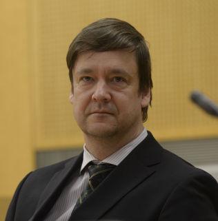 <p>HOCKEYADVOKAT: John Christian Elden vil på vegne av Lillehammer Ishockeyklubb bli kvitt klubbens trener Tor Nilsen.</p><p><br/></p>