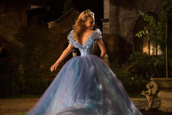 <p>NYE ASKEPOTT: Lily James med en av kjolene i nyinnspillingen av klassikeren.</p><p><br/></p>