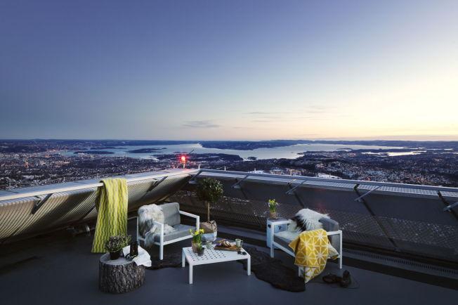 <p>ROM MED UTSIKT: De som skal bo på toppen av Holmenkollbakken kan også nyte utsikten fra terrassen.</p><p><br/></p>
