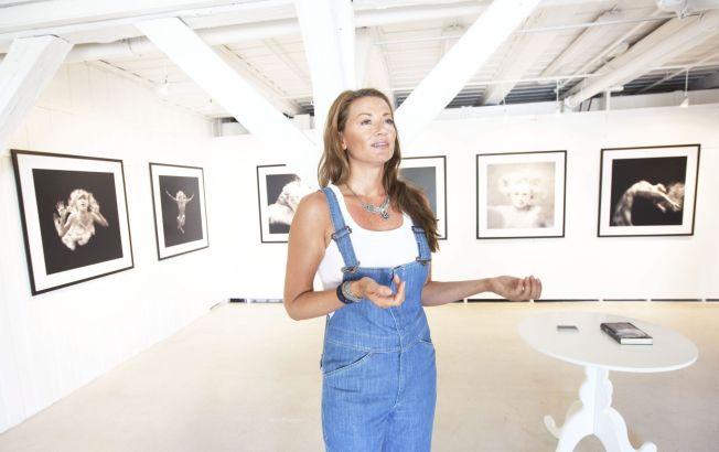 <p>ERFAREN FOTOGRAF: Charlotte Spetalen opplever stadig at andre deler bildene hennes på nettet – men hun hadde ikke regnet med at P. Diddy skulle bli en av dem. Her er fotografen avbildet i forbindelse med en fotoutstilling i Stavern i 2010.<br/></p>