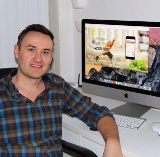 <p>UTVIKLER: IT-Konsulent Lars Kristian Nymoen har stått for utviklingen av appen og samarbeider med Vetle Grim Hjelmtvedt. Foto: PRIVAT</p><p><br/></p>