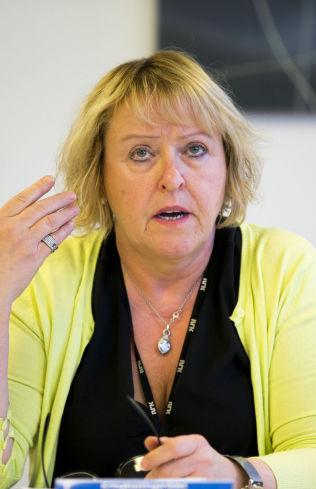 <p>FORSVARER PROGRAMMET: Grethe Gynnild Johnsen deltar i debatten.<br/></p>