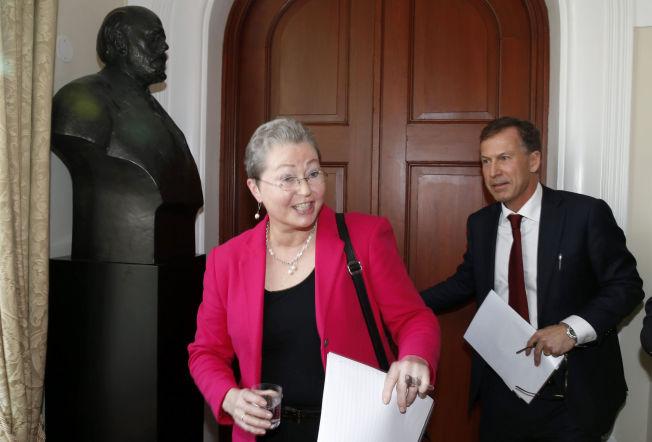 <p>NY NOBELLEDELSE. Kaci Kullman Five (t.v) er ny leder i Nobelkomiteen, mens Olav Njølstad (t.h) har etterfulgt Geir Lundestad som sekretær.<br/></p><p><br/></p>