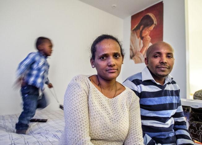 <p>FÅR IKKE BLI, KAN IKKE DRA: Roza Abady Ashber (31) har fått endelig avslag, men kan ikke returneres til Etiopia. Men det er nettopp dit hun må hvis hun skal få søke om familiegjenforening med mannen Binyam Kassa og sønnen Abenzer.</p>