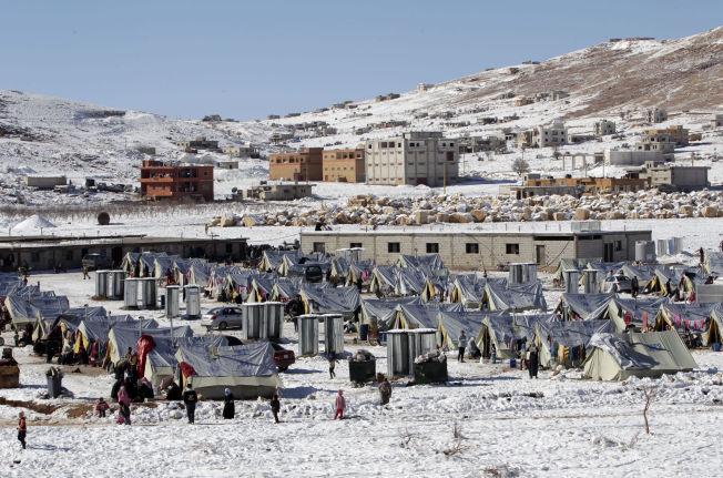 <p><b>VÅR TIDS VERSTE:</b> – Norske myndigheter hevder at kapasiteten til å ta imot flyktninger her hjemme er sprengt. For Libanon er imidlertid kapasiteten strukket til bristepunktet, med en belastning på vannforsyning, helsevesen og skoler de ikke lenger kan håndtere, skriver kronikkforfatterne. Bildet er fra en teltleir i det østre Libanon, et land som har tatt i mot 1,2 millioner registrerte flyktninger fra Syria.<br/></p>