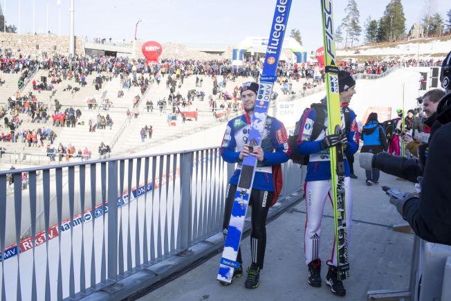 <p>HER ER DET SLUTT:; Anders Jacobsen (t.v.) forlater Holmenkollbakken etter søndagens renn. Da hadde Anders Bardal (t.h.) allerede bestemt seg for å legge opp. Men det fortalte han ikke journalistene han snakker med på bildet.<br/></p>