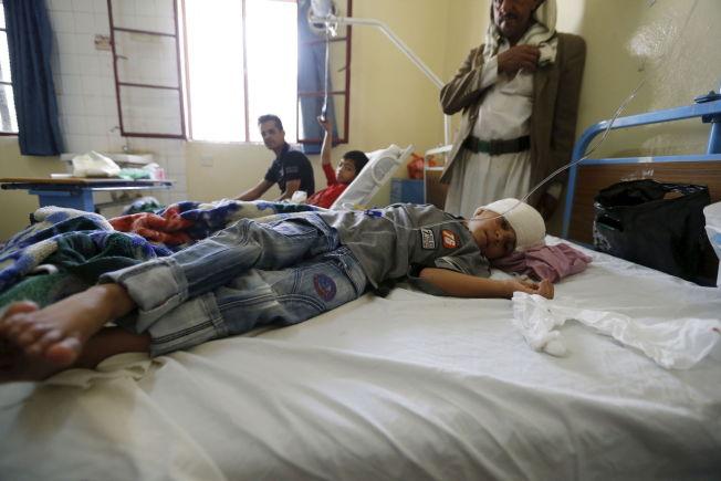 <p>OVERLEVDE: En gutt ligger på en sykehusseng etter selvmordsangrepet på fredag.</p>