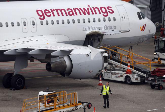 <p>RAMMET: Dette bildet fra 16. oktober 2014 viser en Airbus 320 som tilhører flyselskapet Germanwings. Det står parkert i forbindelse med pilotstreik på en flyplass i Düsseldorf, Tyskland.</p>