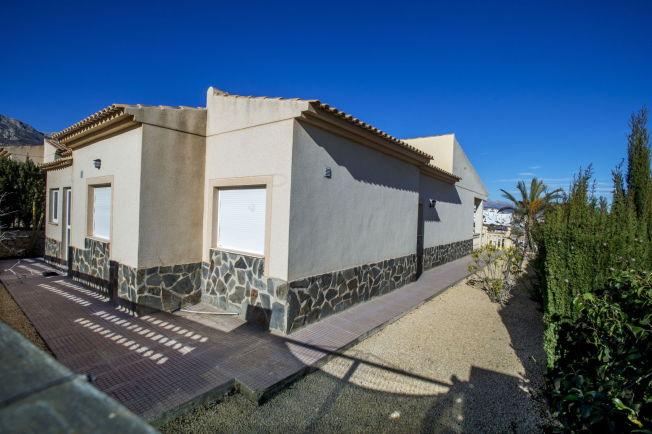 <p>PRIVATBOLIGEN: Blomhoff var jevnlig innom sykehjemmet i Spania, og hadde et eget hus på en høyde i La Nucia i Alicante. Nå er boligen fraflyttet og til salgs.</p>