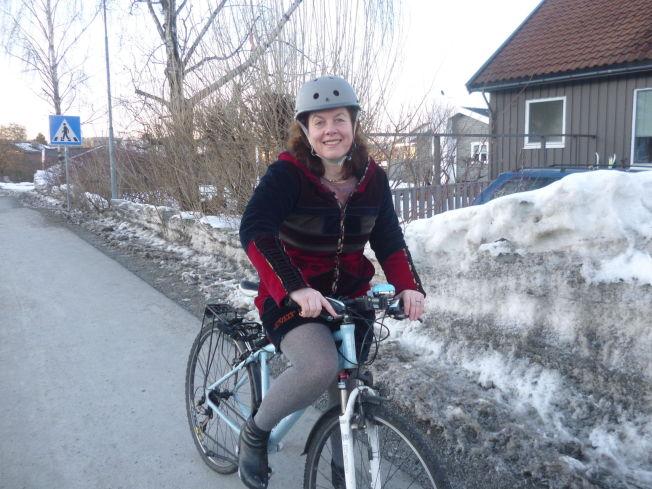 <p>FORVENTER ENDRING: Hulda Tronstad i Syklistenes Landsforening mener den nye paragrafen i trafikkreglene vil gjøre det tryggere for syklister hvis den blir innført.</p>