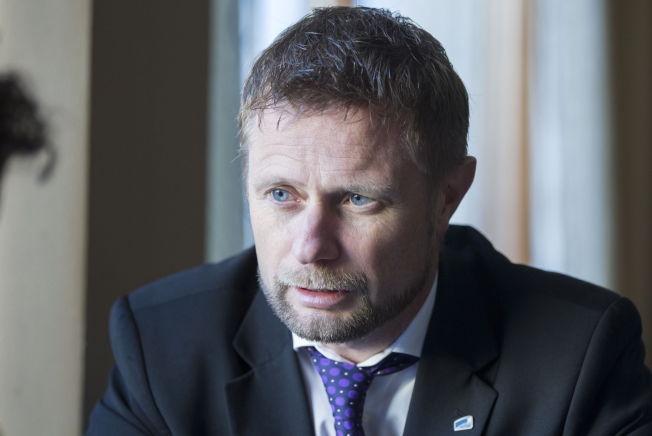 <p>OVERRASKET: Helse- og omsorgsminister Bent Høie (H) innrømmer at han har trodd at e-sigaretter ikke har utgjort noen risiko for omgivelsene.<br/></p>