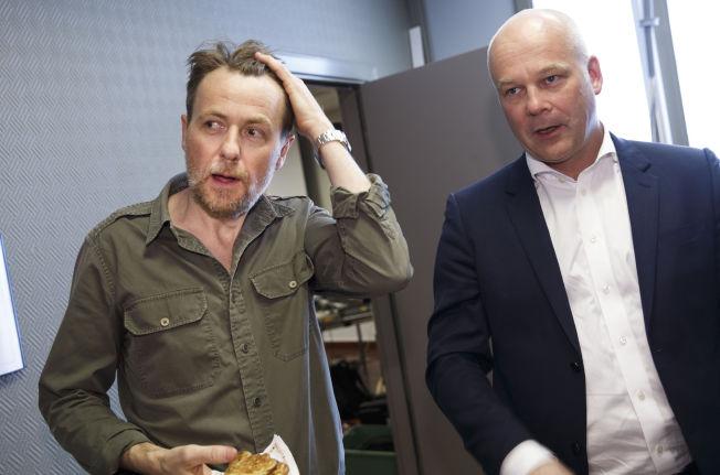 <p>FORSVARTE SEG: I torsdagens møte med kringkastingsrådet forsvarte Fredrik Skavlan, her avbildet med NRK-sjef Thor Gjermund Eriksen, sin oppførsel i intervjuet med den svenske politikeren Jimmie Åkesson.<br/></p>
