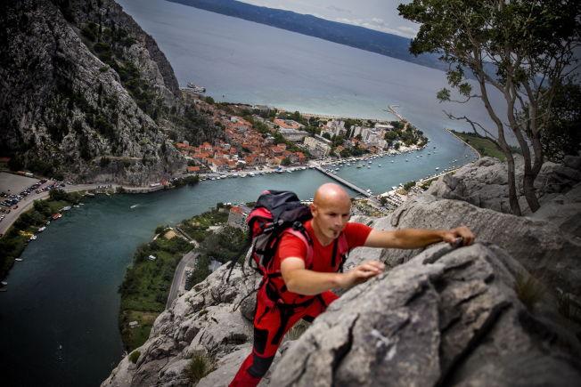 <p>FJELL: landsbyen ligger omringet av høye fjell. Den lokale fjellføreren Zvonimir Kujundzic kan ta deg med på tur.<br/></p>