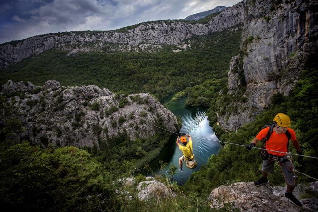 <p>OVERBLIKK: Fra ziplinene er det god utsikt over Cetina-elven.</p>