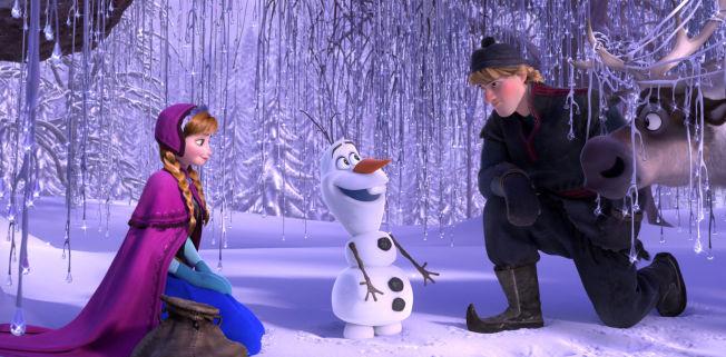 <p>FROST: Filmen er inspirert av norsk natur, og har gitt mange amerikanere interesse for Norge. Her er Anna, snømannen Olaf og Kristoff i en scene fra filmen.<br/></p><p>Foto: AP PHOTO/DISNEY Mgortz, Ap</p>