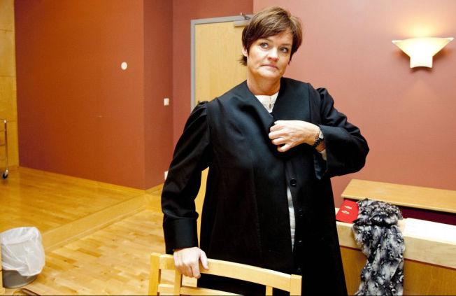 <p>BISTANDSADVOKAT: Advokat Mette Yvonne Larsen bistår direktøren.<br/></p>