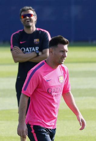<p>GOD STEMNING: Lionel Messi har vært strålende for Barcelona i 2015. Her på trening med trener Luis Enrique i bakgrunnen.<br/></p>
